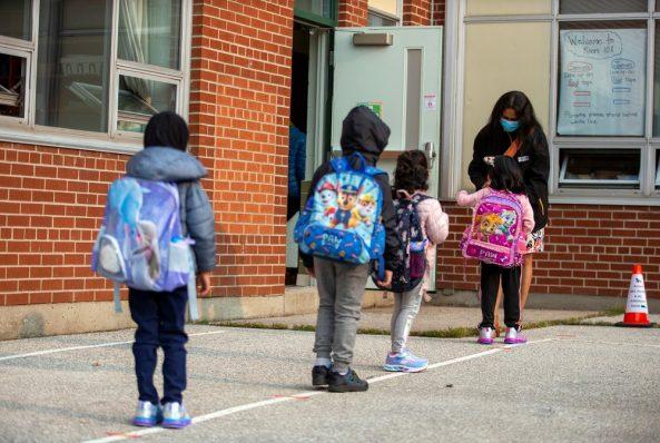 O comportamento de risco dos adultos que torna ainda mais desafiadora a reabertura de escolas